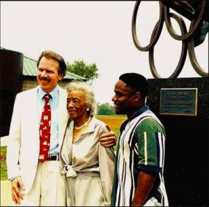 Branko-Medenica-(sculptor)-and-Ruth-Owens-after-the-statue-dedication-Jesse-Owens-Museum